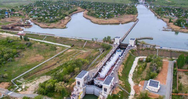 Доставка барж с реакторами для нефтехимического комплекса